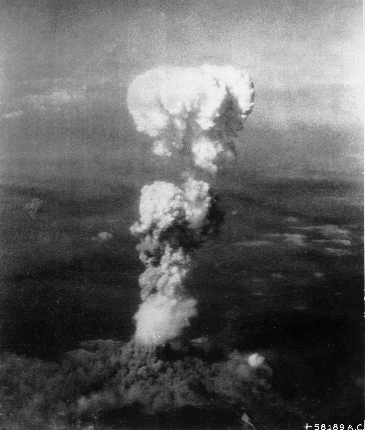 Nube atómica sobre Hiroshima